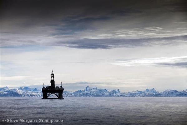 Plataforma petrolífera en el océano Ártico